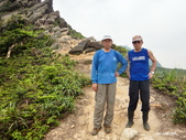 106/05/12 劍龍稜、鋸齒稜、555峰下俯瞰稜出山腰水管路:DSCN4402.JPG
