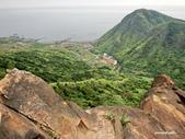106/05/12 劍龍稜、鋸齒稜、555峰下俯瞰稜出山腰水管路:DSCN4405.JPG
