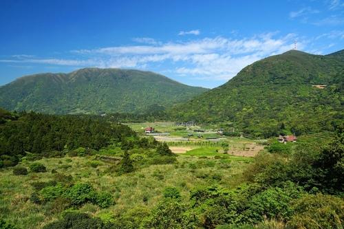 小油坑橋上眺望竹子湖頂湖 - 陽明山遊園景點