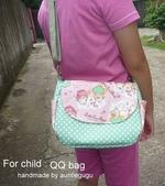 斜背包:QQbag (model : 小四生cindy)