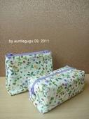 小物:紫色化妝包及筆袋