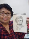 2015年12月 / 生活速寫。手繪日記:2015 / 527 紙捲蠟筆:人物速寫  自畫像