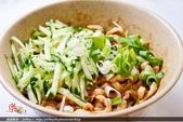 日照小館的特色:肉麻麵:醬料美味獨特和手工麵條讓人回味無窮。〈翻拍網友樂爸 照片〉
