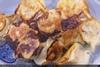 煎餃子4 / 金黃色鍋貼餃子,底部朝上擺盤上桌
