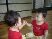 Baby家族:摸鏡中自己影像