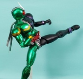 MG 1/8 假面騎士 CYCLONEJOKER (綠黑):1422657708.jpg
