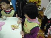 星星班聖誕節花絮:于皓帶薑餅屋與大夥分享 (12).JPG