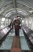 日本関西地方への旅行二回目:丸木橋を体験していたチャーレス