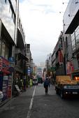 東京散策一日目=スカイツリーとの出会い:新宿郵便局の向こうの街道