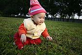女兒員農爬草皮:女兒爬草皮
