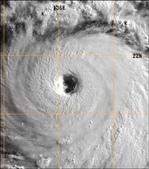 鐵道伯的國內外新聞訊息相關相簿:強颱蘇力 的颱風眼 (圖片來源:中央氣象局預報中心主任鄭明典臉書)