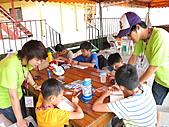 2010小腳ㄚ坪林有機營第二梯:隊輔哥哥姐姐們一起幫忙.JPG