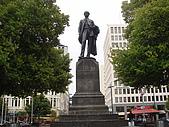 紐西蘭風景篇:基督城建城者雕像.JPG