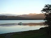 紐西蘭風景篇:清晨中蒂阿那湖.jpg