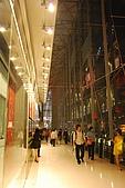 2008-02設計.曼谷:出mall時已是晚上.燈開了也是狠美的.