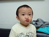肥ㄗㄗ(2歲):親親...親一個