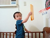 肥ㄗㄗ(2歲):很皮的拿彈珠台投籃
