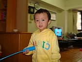 肥ㄗㄗ(2歲):玩搖控小叮噹