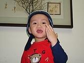 肥ㄗㄗ(2歲):自己拿帽子戴...