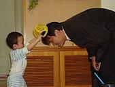 肥ㄗㄗ(2歲):自己戴完帽子還叫把拔戴