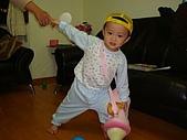 肥ㄗㄗ(2歲):戴帽帽,背包包,拉把拔