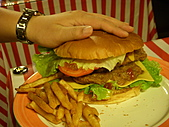 20110116 Gary Bee '69:跟叔叔的手一樣大的漢堡...@@