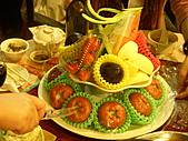 皇凱曉梅婚宴:都是整顆的水果~還附上一個水果刀~應該是切西瓜用的...XDDDD
