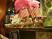 20110116 Gary Bee '69:櫃檯一整排的史努比~^^