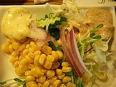 國慶日也要來慶祝一下之鍋大爺聚餐:生菜沙拉~凱撒跟和風醬都好吃