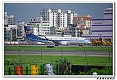 自己拍攝的飛機照片:02華信 E190 05