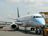 自己拍攝的飛機照片:02華信 E190 01