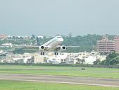 自己拍攝的飛機照片:02華信 E190 04