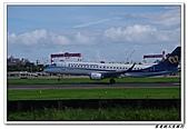 自己拍攝的飛機照片:02華信 E190 06