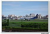 自己拍攝的飛機照片:02華信 E190 07