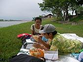 冬山河單車之旅:草皮親子野餐也是不錯的享受