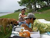 冬山河單車之旅:狗狗ㄚ地最愛在草皮狂奔