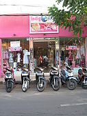 2009-10-29 峇里島/NATALIE SPA/MATAHARI(太陽百貨)/:519-Made's Warung對面的店家.JPG