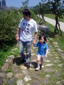 100年8月『型男老爸』相簿主題投稿活動:[cutebabe0916] 假日拔拔都會帶我出門走走:D