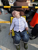 100年4月『親親寶貝』相簿主題投稿活動:[delthangel] 五點就來排夢想館...好累啊!