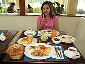帛琉五日遊-Day3.4大斷層-長灘島-硬珊瑚區-鯊魚城 :一早在老爺飯店享用自助式早餐