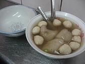 宜蘭一日遊:綜合湯有魚丸和貓耳朵=水晶餃,因外貌長的像貓的耳朵而得名