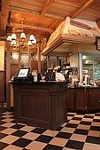 PAUL下午茶-旗艦店:黑白色調的方塊地板很復古