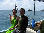 帛琉五日遊-Day3.4大斷層-長灘島-硬珊瑚區-鯊魚城 :經過約45min的船程,我們即將到達大斷層,快艇時速70公里,大浪晃的我們尖叫連連