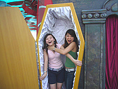 Hk Ocean Park ~:She's trying to strangle me to death...