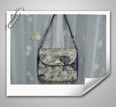 拼布-大包小包:紫色優雅玫瑰花防水斜背包3.jpg