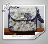 拼布-大包小包:紫色優雅玫瑰花防水斜背包.jpg