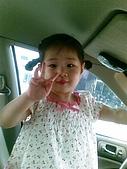 歆妤Baby-2~3歲:爸比的車進廠修理-所以今天開三叔的車出門喔