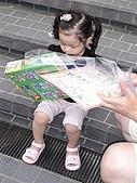 歆妤Baby-2~3歲:不過~我等不及要拆開了.