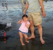 歆妤Baby-2~3歲:這裡是-七股潟湖六孔碼頭的摸赤嘴仔活動現場啦