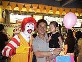 歆妤Baby-2~3歲:爸比帶我去麥當勞慶功時,遇到這個手筆的怪怪的叔叔.